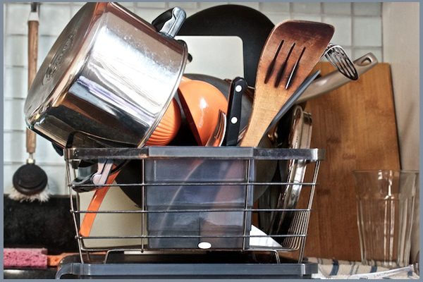 How to clean and disinfect your dish drying rack