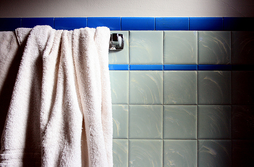 HOW TO CLEAN YOUR BATHROOM LIKE A PRO