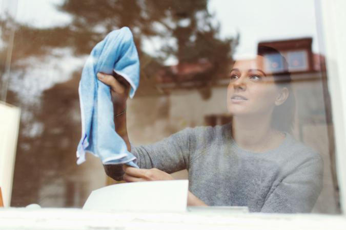 7 Useful Tips Every Housewife Should Know To Clean Windows Effortlessly