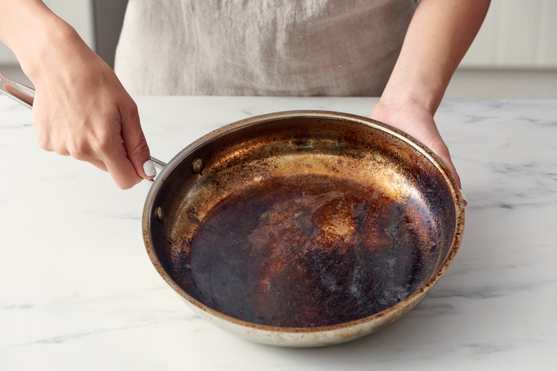 How To Clean A Burnt Pot With Baking Soda And Apple Cider