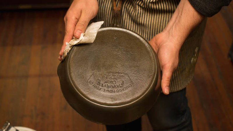 Clever Trick To Clean A Burnt Pan In A Few Seconds